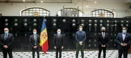 Josep Pintat, Pere López, Xavier Espot, Carles Enseñat, Marc Magallon i Carles Naudi després de signar l'acord a Radio Andorra.