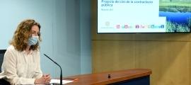 La ministra de Medi Ambient, Agricultura i Sostenibilitat, Sílvia Calvó, va presentar ahir la nova llei de contractació pública.