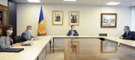 Imatge de la trobada dels cònsols escaldencs, Josep Majoral i Mireia Codina, amb Xavier Espot i Eric Jover.