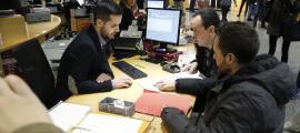 Joan Torra, president de l'ABA, i Miguel Ángel, d'A-118, van presentar ahir el recurs al Govern.
