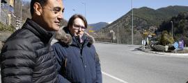 Els candidats de Ciutadans Compromesos, Carles Naudi i Raül Ferré, van presentar la mesura a la rotonda d'Anyós.