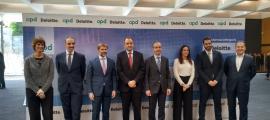 Alguns dels ponents i organitzadors de la jornada celebrada ahir sota el títol 'La transformació dels negocis d'Andorra'.