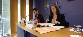 Els consellers generals del PS Gerard Alís i Rosa Gili van presentar ahir les esmenes al text de relacions laborals.