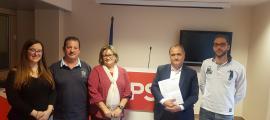 Els integrants de la representació del PS portuguès a Andorra amb Liliana Ribeiro i el diputat Paulo Pisco a la seu del PS.