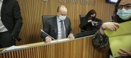 El ministre de Justícia i Interior, Josep Maria Rossell, abans de la compareixença davant les comissions legislatives.