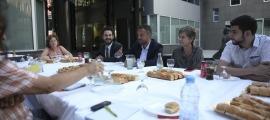 Un moment de la trobada del PS amb la premsa, ahir.
