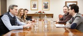 Moment previ de la reunió d'Espot amb tres representants dels treballadors del Punt de Trobada.