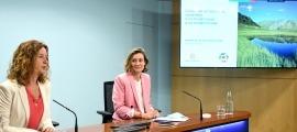La ministra de Medi Ambient, Sílvia Calvó, i la directora del departament, Sílvia Ferrer, van presentar ahir el projecte de llei.