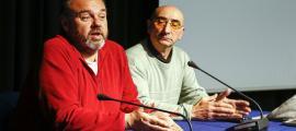 Gabriel Ubach i Manel Vázquez en la presentació i constitució de la branca sindical del taxi, ahir a la tarda a La Llacuna.