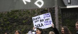 La presidenta d'Acció Feminista, Antònia Escoda, al centre de la fotografia, durant la manifestació del 8-M.