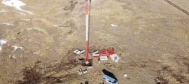 Instal·lació del pal de mesures eòliques al pic del Maià.