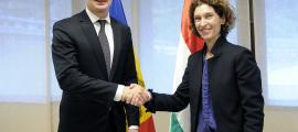 Maria Ubach, amb el seu homòleg hongarès, Peter Szijártó, durant la visita del 2017.