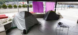 Moment de l'acampada a la plaça del Poble de la capital per protestar pels preus dels lloguers.