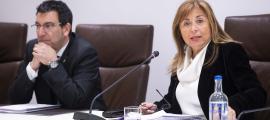 Els cònsols major i menor d'Andorra la Vella, Conxita Marsol i Miquel Canturri, durant la sessió de consell de comú celebrada aquest dimecres.