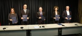 Signatura del conveni marc entre el Govern i la Creu Roja Andorrana, ahir a la tarda.