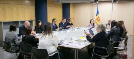 Un instant de la visita del Grevio, ahir, a les dependències del Govern.