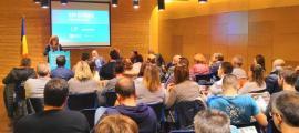 Un moment de la reunió de poble d'En Comú per Encamp, ahir a la nit a la sala de conferències del Pas de la Casa.