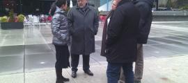 Rascagneres i altres membres de la candidatura a la plaça dels Arínsols, ahir.