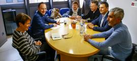 Un moment de la primera reunió que van mantenir els quatre consellers generals liberals amb Xavier Espot i Roser Suñé.