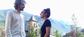 Forcada i la protagonista de 'Pròfugs', Elena Santiago, en la presentació del projecte, aquesta tarda als jardins de Casa de la Vall.
