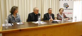 La presentació de la memòria va comptar amb Txiqui Bruna, Ramon Sàrries, Amadeu Rocamora i la vicepresidenta, Canòlich Baró.