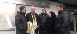 El cap de llista d'Units pel Canvi, Joan Travesset, va visitar ahir l'UdA amb el seu equip.