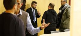 El ministre Jover negocia amb una delegació dels docents.
