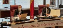 Els cònsols Francesc Camp i Marc Casal, en la sessió de Comú d'ahir.