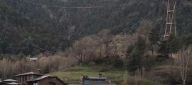 Els treballs de reemplaçament del cable portador del telecabina de la Massana.