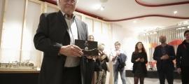Un moment de l'entrega del premi a la seu social del COAA, ahir al vespre.
