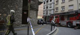 L'edifici sinistrat, al carrer de Lòria, de Sant Julià.