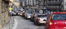 Retencions a l'avinguda Sant Antoni, ahir poc abans de les 9 del matí.
