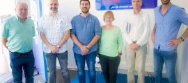La visita de les autoritats de l'Ajuntament de la Seu a Nou Grapats.