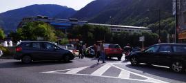 L'accident a la rotonda de Govern va provocar retencions.