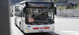 Un autobús de les línies nacionals de transport públic.