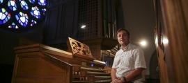 L'organista polonès, a l'orgue de Sant Esteve d'Andorra la Vella, on avui protagonitza un concert.
