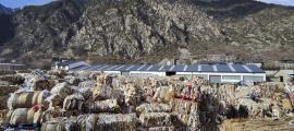 Paper i cartró acumulat en una planta d'Andorra la Vella.