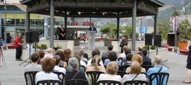 Acte institucional en la jornada del Dia mundial dels refugiats a la Plaça del Poble, ahir.
