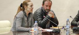 Els consellers liberals Jordi Troguet i Maribel Lafoz durant una sessió del Comú d'Encamp.