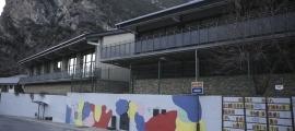 La parada Escoles de la Margineda que actualment no s'utilitza.