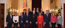 Foto de família de tots els cònsols amb Joan-Enric Vives.