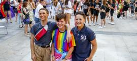 Els tres adolescents que van donar ahir el seu testimoni durant el primer Pride Andorra, després de la lectura del manifest.