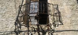 Detall del castell de Peramola, declarat bé cultural d'interès nacional.