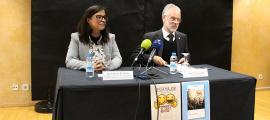 Vanessa Mendoza i Josep Roig van presentar ahir al matí el conveni de col·laboració.