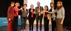 Víctor Filloy brinda amb les membres de la junta directiva d'Unicef Andorra.