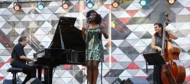Un moment de l'actuació d'Angue i el seu Hot Jazz Trio, ahir a la tarda.