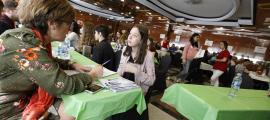Els professionals expliquen als alumnes la seva experiència en el món del treball.