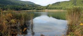 Un dels punts on s'ha retirat un embarcador de l'estany de Montcortès.