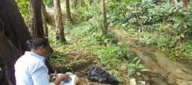 Els tècnics de la fundació han estat recollint des del 2003 aigua de fonts i rius del país i de fora.