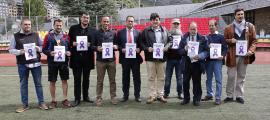 Foto de família dels organitzadors, patrocinadors i representants de les federacions i entitats esportives que hi participen, ahir.